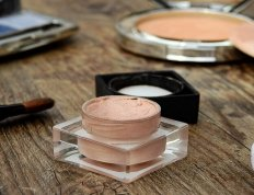 Eye Makeup for Small Eyes: Tips and Tricks